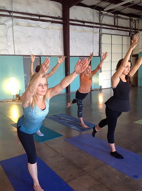 yoga fundraiser w Leslie Shipley